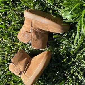 UGG🍁🍂Baby winter boots chestnut 04/05